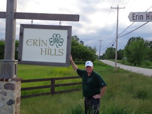 DSC02562 Erin Hills welcome and me DS